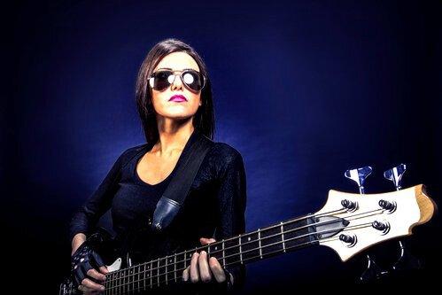 Как-начать-играть-на-бас-гитаре